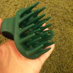 【頭皮もみブラシ】利尻カラーシャンプーを使う時にオススメの道具